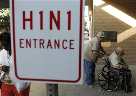 Men enter the Arlington Convention Center to receive their H1N1 flu vaccinations in Arlington, Texas, November 24, 2009. REUTERS/Jessica Rinaldi
