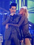 <p>Adam Lambert canta no American Music Awards em Los Angeles. REUTERS/Mario Anzuoni</p>