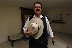 <p>Свергнутый президент Гондураса Мануэль Селайя в посольстве Бразилии в Тегусигальпе 5 ноября 2009 года. Свергнутый и изгнанный из страны президент Гондураса Мануэль Селайя не может вернуться на свою должность законным образом, постановил в среду Верховный суд страны. REUTERS/Edgard Garrido</p>