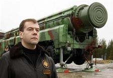 <p>Президент России Дмитрий Медведев посетил космодром Плесецк 12 октября 2008 года. Россия и США подпишут новую редакцию договора о сокращении ядерных арсеналов в одной из европейских стран в декабре 2009 года, сказал Рейтер источник в Кремле. REUTERS/RIA Novosti/Kremlin/Dmitry Astakhov</p>