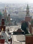 <p>Вид на Красную площадь в Москве в мае 2002 года.Россия опубликовала проект Договора о европейской безопасности, который ограничит использование военных сил РФ в одностороннем порядке, если США и их европейские союзники согласятся сделать то же самое. REUTERS/Alexander Natruskin/Files</p>