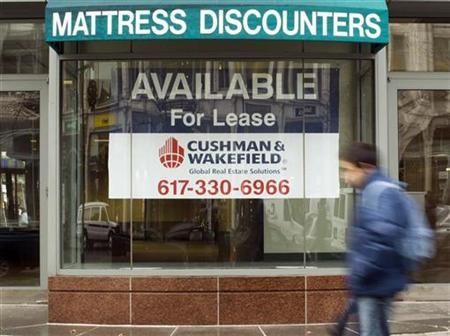 The store front that was once a Mattress Discounters store is empty and available for lease during ''Black Friday'' shopping day in the Back Bay neighborhood of Boston, Massachusetts November 28, 2008. REUTERS/Brian Snyder