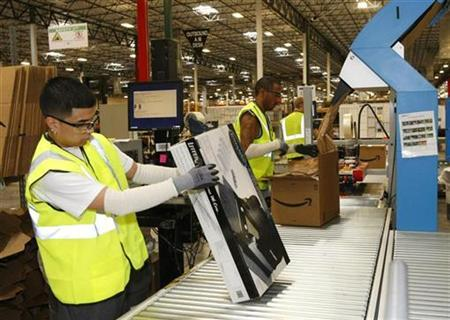 Employees at Amazon get merchandise ready to ship at the Phoenix Fulfillment Center in Goodyear, Arizona, November 16, 2009. REUTERS/Rick Scuteri