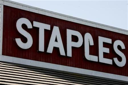 A Staples office supplies store is pictured in Burbank, California, May 13, 2008. REUTERS/Fred Prouser