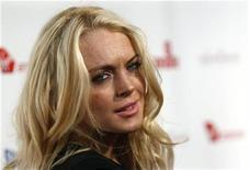 <p>La actriz estadounidense Lindsay Lohan en un evento en Los Angeles, 26 oct 2009. Tres adolescentes y un adulto se declararon inocentes el miércoles de ingresar a los hogares de actores de Hollywood como Orlando Bloom y Lindsay Lohan y de robar millones de dólares en joyas y otros artículos. REUTERS/Danny Moloshok/Archivo</p>