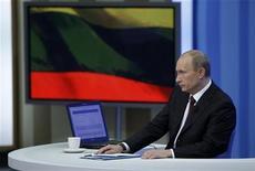 """<p>Премьер-министр РФ Владимир Путин отвечает на вопросы граждан страны в телестудии в Москве 3 декабря 2009 года. DПремьер-министр РФ Владимир Путин не собирается уходить из политики. Отвечая в четверг в ходе прямого телеэфира на вопрос о том, не хочется ли ему оставить политику и пожить для себя и для детей, Путин ответил: """"Не дождетесь"""". REUTERS/Ria Novosti/Pool/Alexei Druzhinin</p>"""