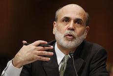 <p>Глава Федеральной резервной системы США на слушаниях в Сенате США в Вашингтоне 3 декабря 2009 года. Действенные меры, предпринятые американским центробанком предупредили намного худшее развитие финансового кризиса, сказал в четверг глава ФРС Бен Бернанке. REUTERS/Jason Reed</p>