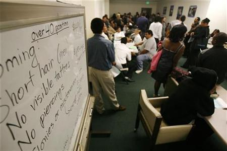 Applicants wait during a job fair at the Southeast LA-Crenshaw WorkSource Center in Los Angeles, November 20, 2009. REUTERS/Mario Anzuoni