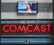 <p>Il tabellone delle news all'esterno del Today Show annuncia l'acquisto di Nbc da parte di Comcast. REUTERS/Chip East (UNITED STATES MEDIA BUSINESS)</p>