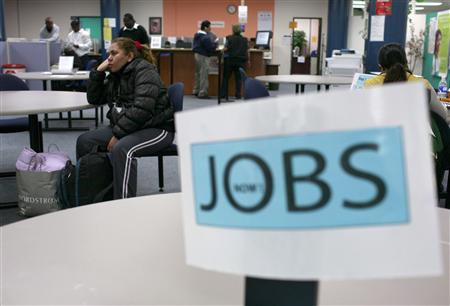 Job seekers visit an employment center in San Francisco, November 20, 2009. REUTERS/Robert Galbraith