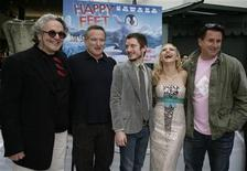 <p>Director George Miller (L) poses with actors (L-R) Robin Williams, Elijah Wood, Brittany Murphy and Anthony LaPaglina at the premiere of their new film 'Happy Feet' at Grauman's Chinese Theatre in Hollywood, November 12, 2006. REUTERS/Jason Redmond</p>