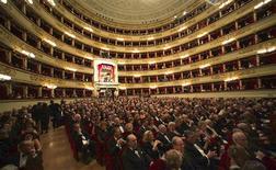 """<p>Vista geral da plateia durante a apresentação da ópera """"Carmen"""", de George Bizet, abrindo a temporada do La Scala de Milão. (07/12/2009) REUTERS/Teatro La Scala/Divulgação</p>"""