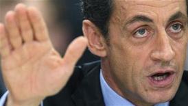 """<p>El presidente francés, Nicolas Sarkozy, dijo el martes que no permitirá que el patrimonio literario de su país se lo lleve una gran empresa americana """"amistosa"""", en una velada referencia a Google. Francia quiere evitar que la literatura en francés sea devorada por los proyectos internacionales de digitalización y pretende crear su propia compañía nacional digital. REUTERS/Vincent Kessler</p>"""