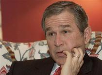 <p>Будущий президент США Джордж Буш во время интервью Рейтер в Вашингтоне 18 января 2001 года. 9 декабря 2000 года Верховный суд США отменил решение Верховного суда штата Флорида, постановив прекратить ручной подсчет голосов на президентских выборах. Победа досталась республиканцу Джорджу Бушу. REUTERS/Rick Wilking</p>