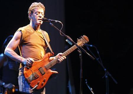 U.S. singer Lou Reed performs during a concert in Berlin, June 26, 2007. REUTERS/Wolfgang Rattay