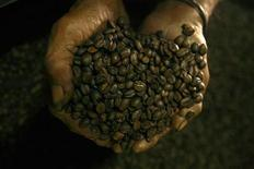 <p>An East Timorese worker shows a dried coffee beans in Dili, July 5, 2007, at coffee factory which opened in 1962. REUTERS/Beawiharta</p>