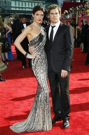 Actress Jennifer Carpenter (L) with her husband Michael Hall (R) from the series ''Dexter'' arrives on the red carpet at the 61st annual Primetime Emmy Awards in Los Angeles, California September 20, 2009. REUTERS/Danny Moloshok