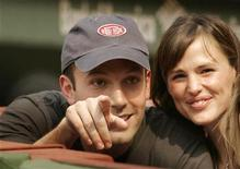 <p>Actors Ben Affleck (L) and Jennifer Garner take their seats before the MLB American League baseball game between the Red Sox and the New York Yankees at Fenway Park in Boston, Massachusetts, June 2, 2007. REUTERS/Brian Snyder</p>