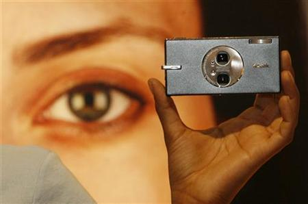 A model displays the Kodak Easyshare V705 camera one day before the opening of the Photokina 2006 World Fair for Imaging in Cologne September 25, 2006. REUTERS/Ina Fassbender