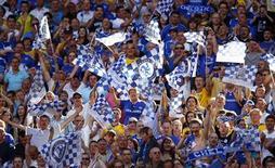 """<p>Фанаты """"Челси"""" радуются победе над """"Эвертоном"""" в финале Кубка Англии в Лондоне 30 мая 2009 года. Количество арестов во время футбольных матчей в Англии снизилось в прошлом сезоне, сообщило министерство внутренних дел Великобритании. REUTERS/Eddie Keogh</p>"""