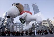 <p>The Snoopy balloon makes its way through Columbus circle during The Macy's Thanksgiving day parade in New York November 27, 2008. REUTERS/Brendan McDermid</p>