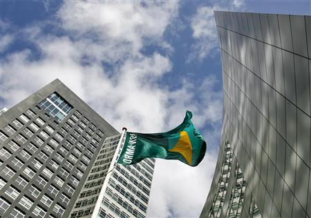 The head office of ABN AMRO bank is seen in Amsterdam March 20, 2007. REUTERS/Robin van Lonkhuijsen