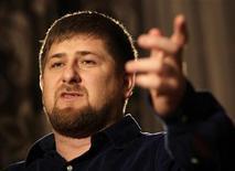 <p>Президент Чечни Рамзан Кадыров во время интервью Рейтер в Грозном 16 декабря 2009 года. Запад пытается развалить Россию, захватив Кавказ, и Москве нужна стратегия защиты нападением, сказал в интервью Рейтер президент Чечни Рамзан Кадыров, пообещав бороться с внешней угрозой и бедностью на вверенной ему территории до окончания нынешнего президентского срока в 2011 году, после чего уйти на покой, если задача будет выполнена. REUTERS/Denis Sinyakov</p>