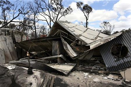 The remains of a house, destroyed by bushfire, lie in a collapsed heap near Toodyay about 75km (47 miles) north east of Perth December 30, 2009. REUTERS/West Australian/Nic Ellis/Pool
