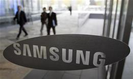<p>La Commissione Usa per il Commercio Internazionale ha accettato di indagare sulle accuse della Samsung nei confronti della Sharp, secondo le quali l'azienda giapponese avrebbe usurpato i brevetti della Samsung per produrre schermi a cristalli liquidi, come quelli utilizzati in numerosi televisori. REUTERS/Choi Bu-Seok</p>