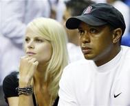 <p>Tiger Woods e la moglie Elin Nordegren in un'immagine del giugno 2009. REUTERS/Hans Deryk</p>