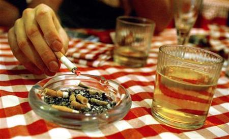 A man smokes a cigarette in a restaurant in Rome December 28, 2004. REUTERS/Alessia Pierdomenico