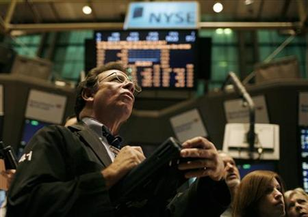 Traders work on the floor of the New York Stock Exchange shortly after the opening bell on the last trading session of 2009 in New York, December 31, 2009. REUTERS/Mike Segar