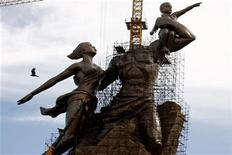 <p>The nearly finished monument to the African Renaissance rises above the Dakar skyline in Senegal's capital August 19, 2009. REUTERS/Finbarr O'Reilly</p>