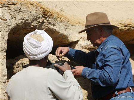 Egypt's chief archaeologist Zahi Hawass (R) examines excavation finds at one of the tombs discovered at necropolis Saqqara near Cairo January 5, 2010. REUTERS/Supreme Council of Antiquities/Handout