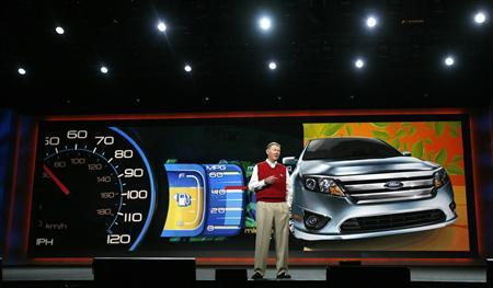 Alan Mulally, President and CEO of Ford Motor Company, delivers his keynote speech at the 2010 International Consumer Electronics Show (CES) in Las Vegas January 7, 2010. The show runs January 7-10. REUTERS/Mario Anzuoni