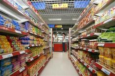 <p>A grocery aisle in a file photo. REUTERS/File</p>