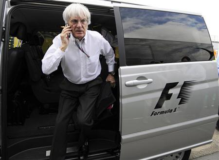 Formula One commercial supremo Bernie Ecclestone arrives in the paddock for the British F1 Grand Prix at Silverstone, central England, June 21, 2009. REUTERS/Nigel Roddis