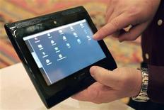 <p>Prototype de tablette tactile présenté par Motorola au Consumer Electronics Show de Las Vegas. dispose d'une mémoire de 32 gigaoctets. Alors qu'Apple devrait présenter sa propre tablette le 27 janvier, une série de groupes ont profité du salon de l'électronique grand public pour tenter de prendre les devants sur ce nouveau segment du marché de l'informatique nomade. /Photo prise le 7 janvier 2009/REUTERS/Steve Marcus</p>