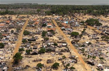 An aerial view of a former battlefront can be seen from the helicopter carrying U.N. Secretary-General Ban Ki-moon during his visit, which also included a visit to the refugee camp called Manik Farm, on the outskirts of the northern Sri Lankan town of Vavuniya May 23, 2009. REUTERS/Louis Charbonneau