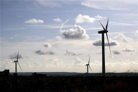 Wind generators are seen on a farm in the countryside near the Sicilian town of Trapani, southern Italy, September 29, 2009. REUTERS/Giuseppe Piazza