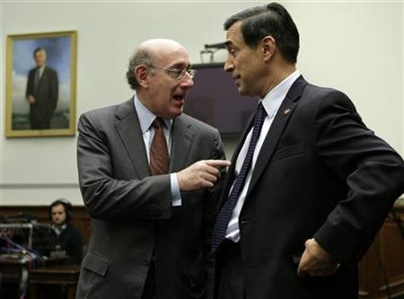 Kenneth Feinberg (L), special master for executive compensation under the Troubled Asset Relief Program at the Treasury Department, talks to Rep. Darrell Issa (R-CA) before the House Oversight and Government Reform committee holds a hearing on ''Executive Compensation: How Much is Too Much?'' on Capitol Hill in Washington October 28, 2009. REUTERS/Yuri Gripas