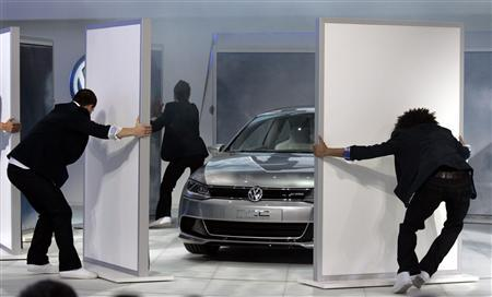 Volkswagen introduces its new Concept Coupe Hybrid vehicle during Press Days of the 2010 North American International Auto Show in Detroit, January 11, 2010. REUTERS/Rebecca Cook