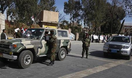 Soldiers check cars at a checkpoint outside the Cabinet's headquarters in Sanaa January 12, 2010. REUTERS/Khaled Abdullah