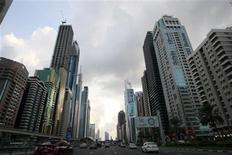 <p>Motorists drive along Sheikh Zayed road in Dubai December 25, 2009. REUTERS/Mosab Omar</p>