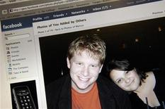 <p>Страница одного из пользователей социальной сети Facebook в Вашингтоне 25 ноября 2007 года. N Facebook, крупнейшая в мире социальная сеть, ставшая в прошлом году целью изощренных атак хакеров, начала бесплатно раздавать антивирусы производства McAfee Inc, чтобы защитить своих пользователей. REUTERS/Jonathan Ernst</p>