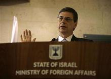 <p>Замминистра иностранных дел Израиля Данни Аялон на пресс-конференции в Иерусалиме 1 октября 2009 года. Израиль извинился в среду перед Турцией за инцидент, который он назвал нарушением норм дипломатического этикета и который еще сильнее охладил отношения между еврейским государством и мусульманской державой. REUTERS/Ammar Awad</p>