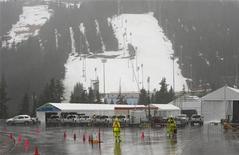 <p>Гора Сайпресс, на которой пройдут соревнования по фристайлу и сноубордингу зимних Олимпийских игр 2010 года, в Ванкувере 13 января 2010 года. Организаторы Олимпийских игр в Ванкувере прогнозировали вероятность прихода в регион теплой погоды загодя - во время планирования Игр, и уверены, что погода соревнованиям не помешает, сообщил вице-президент оргкомитета зимней Олимпиады-2010 (VANOC) Тим Гайда. REUTERS/Andy Clark</p>