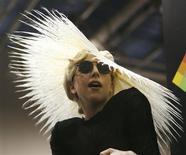 <p>Cantora Lady Gaga comparece à coletiva de imprensa onde foi anunciada como a diretora de criação da Polaroid no Consumer Electronics Show (CES) em Las Vegas no dia 7 de janeiro. Lady Gaga e o filme de estreia do estilista e agora cineasta Tom Ford estão entre os indicados para o prêmio anual da Difamação Contra a Aliança Lésbica & Gay nesta quarta-feira. REUTERS/Mario Anzuoni</p>