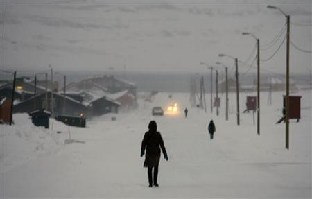 Pedestrians walk down the main street in the arctic town of Longyearbyen February 24, 2008. REUTERS/Bob Strong