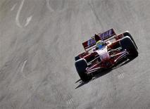 <p>Foto arquivo mostra Felipe Massa pilotando um F2007 na pista de Fiorano em outubro de 2009. Massa parece ter mais dificuldades para superar a perda do Mundial de Fórmula 1 em 2008 do que o acidente que o tirou das competições na temporada passada. REUTERS/Giampiero Sposito</p>